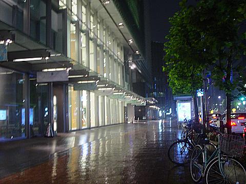 日本橋駅出口からコレド。茅場町方面