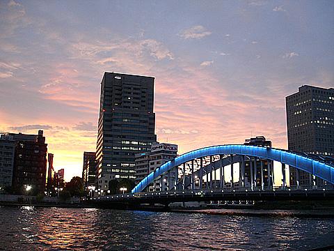 永代橋から中央区の新川方面